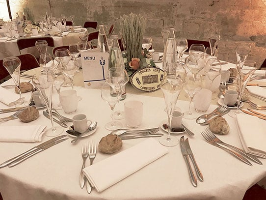 grandes-ecuries-chateau-chantilly-table