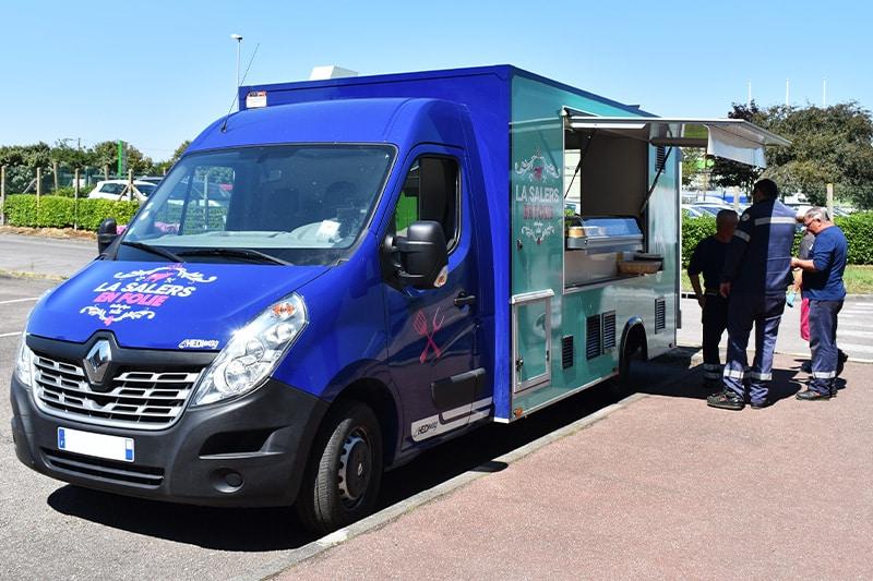 foodtruck-bleu-ouvert-clients